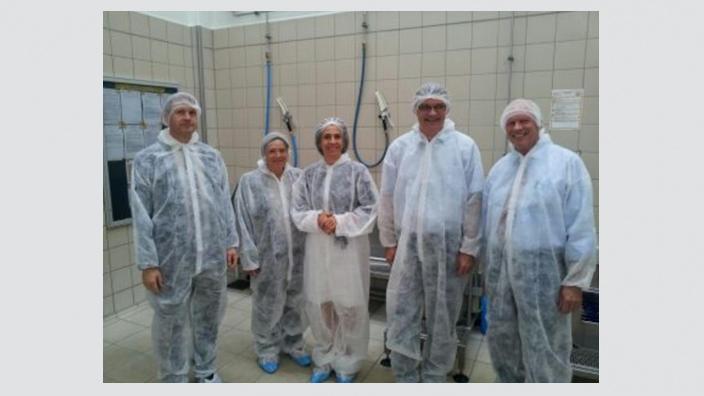 CDU-Bundestagskandidat Uwe Feiler beeindruckt von den Qualitätsstandards der Fachfleischerei Birkenhof