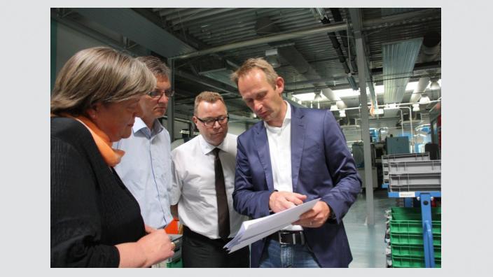 Andrea Voßhoff MdB, CDU-Bundestagskandidat Uwe Feiler und Michael Stübgen MdB im Gespräch mit Stephan Dunke, Vorstand OHST Medizintechnik AG in Rathenow